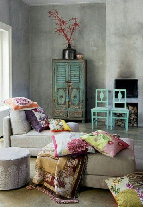 Throw+patterned+pillows+and+vintage+looking+furniture+-+modern+bohemian+design