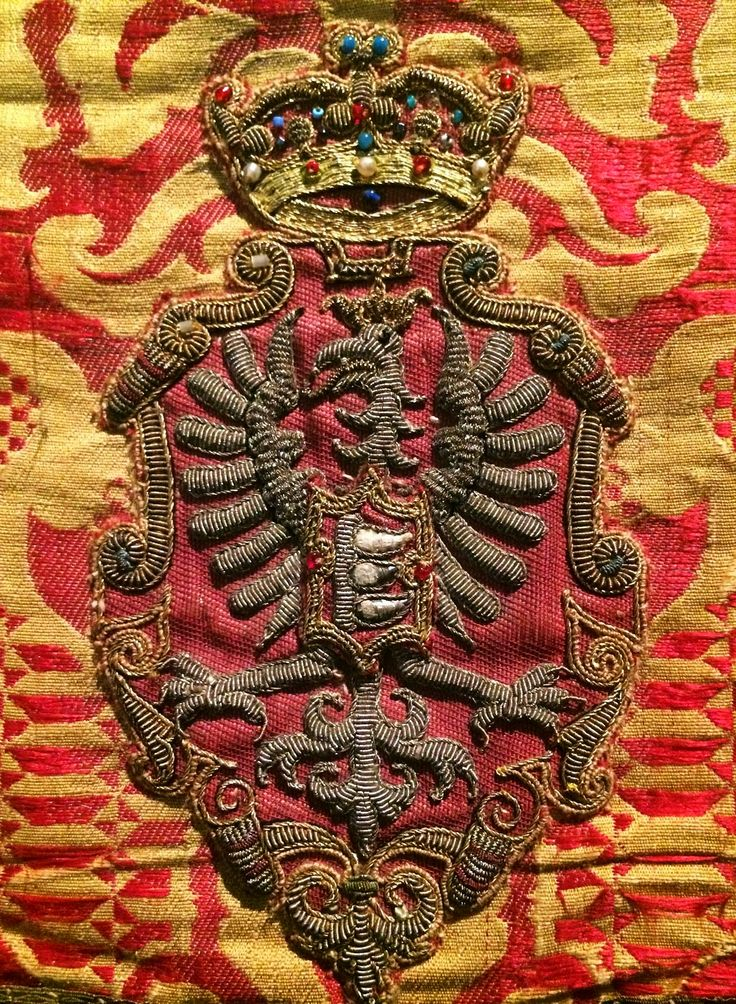 Detail of a chasuble established by Stephen Báthory by Anonymous from Kraków (fabric from Florence), 1570s, Muzeum Katedralne na Wawelu
