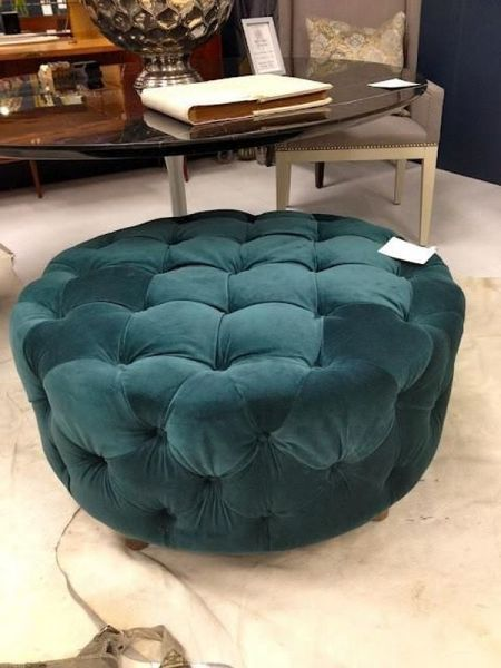 Ottoman made by upholstering an old tire (probably? site isn't in English)