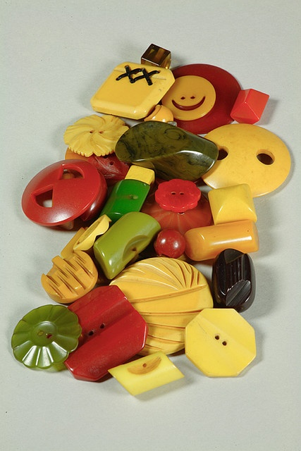 Bakelite buttons, 20th century I. Had fun making Bakelite button stretch bracelets I could get enough of them.  |Pinned from PinTo for iPad|