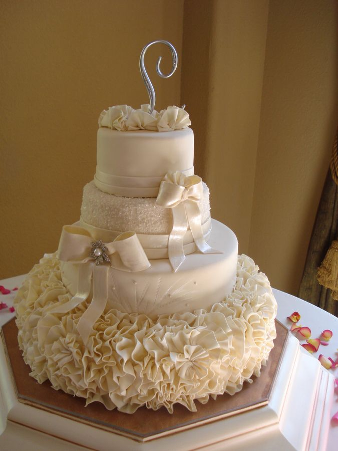 Wonderful Ruffled Elegant Wedding Cake Inspiratoin