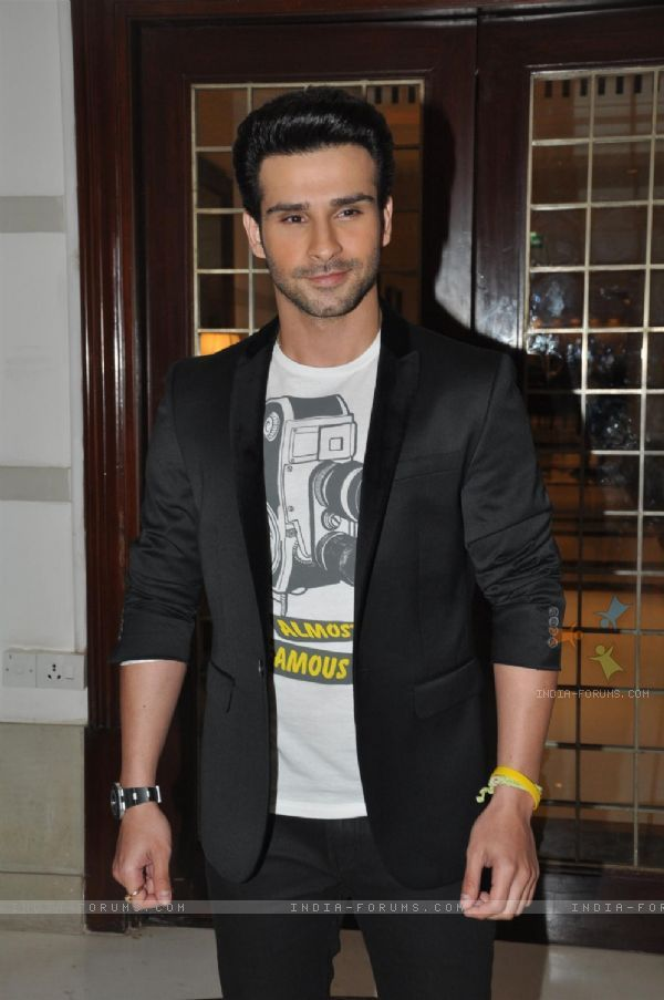 Girish Kumar in Ramaiya Vastavaiya Music Launch