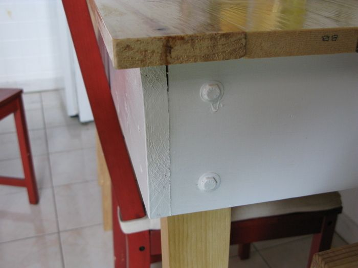 This table is a good project for someone who has no real power tools and limited hand tools. The only thing I used was a cheap cordless drill, a screw...