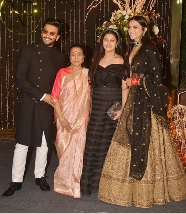 When Deepika Padukone And Ranveer Singh Met The Legendary Asha Bhosle It Was A Sight To Behold Hungryboo Indian Wedding Fashion Indian Designer Outfits Indian Celebrities