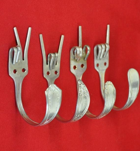 Bonita manera de conservar los viejos tenedores de la familia!!! Éstos son colgadores pero los he visto incluso de pulseras.