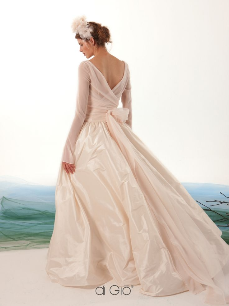 17 11. Ballerina style gown silk chiffon, bodice in chiffon, wrapped by detachable chiffon bolero. Full taffeta skirt cut on the hips.