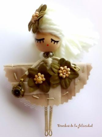 broche muñeca broche muñeca/doll brooch alambre,tela,pintura totalmente a mano