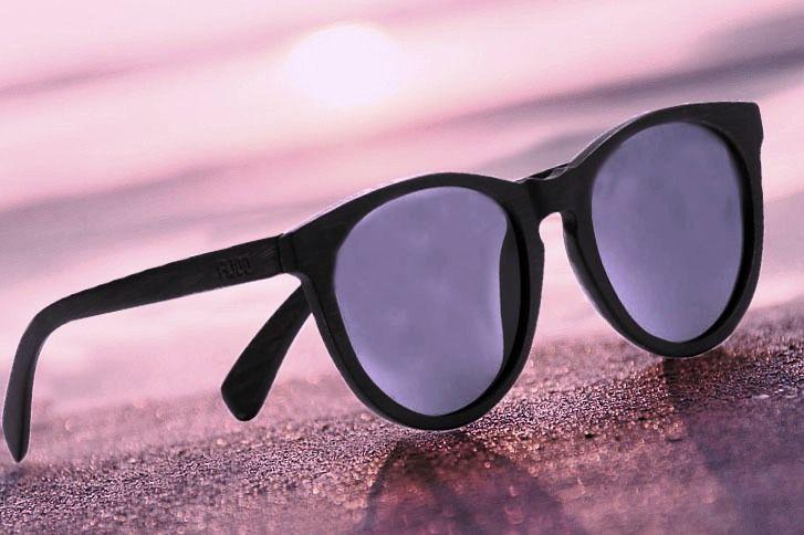 Gli occhiali da sole sono accessori pratici, utili per gli occhi ed un inseparabile oggetti moda della società di oggi. La nostra collezione di occhiali da sole in legno si presenta dotata di un design esclusivo e di una serie di lenti di colore diverso, per soddisfare ogni vostro gusto. https://www.dolfi.com/it/dolfi-online-shop/gioielli-in-legno/occhiali-da-sole-in-legno