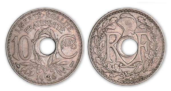 10 centimes Lindauer 1935 trou décentré A/  R-F autour d'un rond perforé. Bonnet phrygien à gauche orné d'une cocarde. R/ LIBERTÉ. ÉGALITÉ / FRATERNITÉ / 10 - CMES / (millésime). Branche d'olivier entourant un rond perforé.