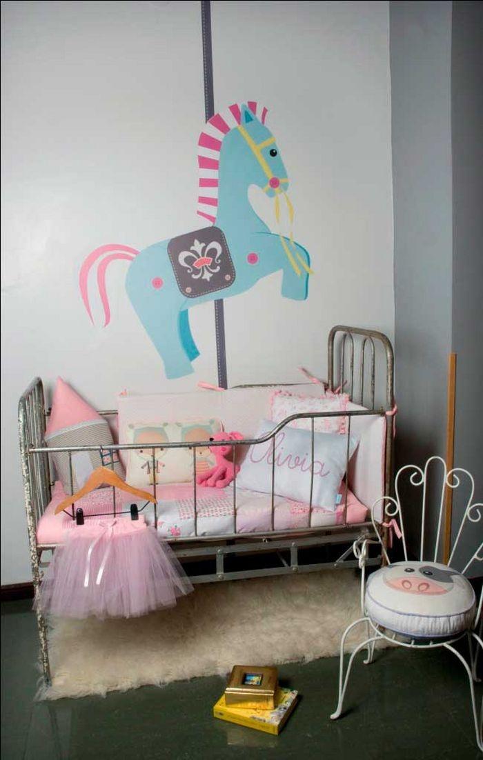 Baby girl with vintage decor vintage nursery pinterest - Dormitorios infantiles vintage ...
