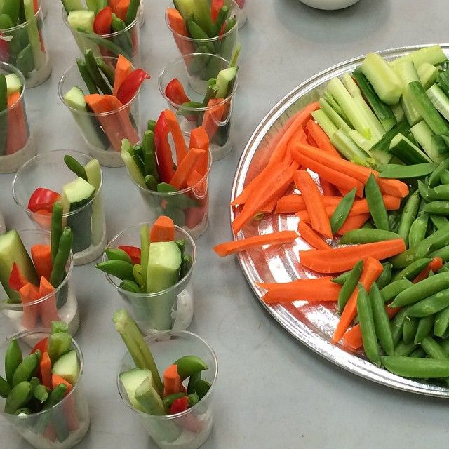 Prepping veggies in plastic cups with dressing on the bottom makes for an easy #onthego snack #healthysnacks