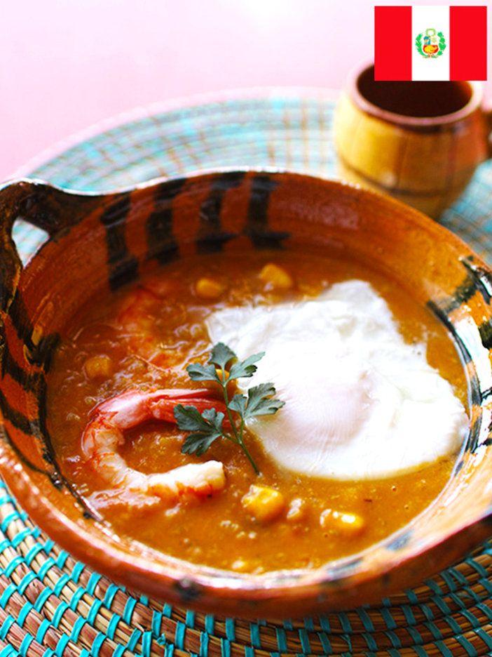 濃厚なうまみはシーフードとチーズの組み合わせ。ほどよい辛みのチャウダー風。ペルー南部の名物スープ 『ELLE a table』はおしゃれで簡単なレシピが満載!
