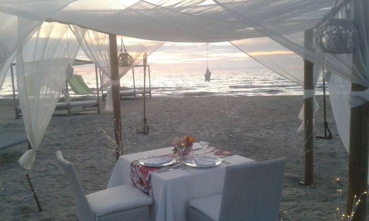 Cena romántica Karmairi en la playa