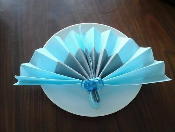 Pliage Serviette En Forme D Eventail Bleu Et Gris Etsy Etsy Tableware Hand Fan