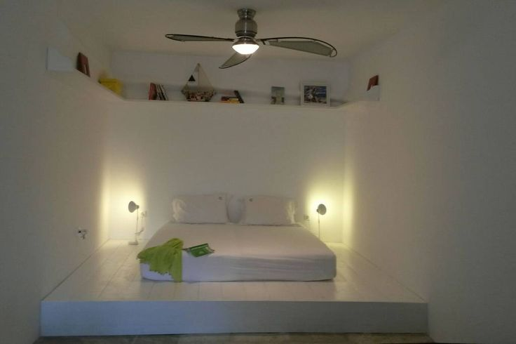 House in Sérifos, Greece. An atmospheric beautiful independent studio of 45m2, cool and cozy, open space, with a nice double bed, kitchenette and bathroom. It is located below Villa Thallasi (has a totally separate entrance). Ideal for couples. Self catering  An atmospheri...