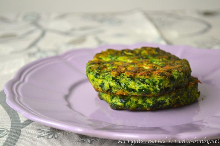 I burger di spinaci sono un secondo gustoso e completo, adatta ai vegetariani e ai bambini. Scopri la ricetta per il bimby e gli ingredienti che ti servono.