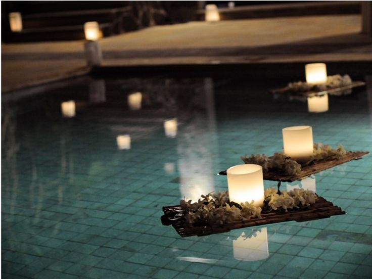 87 best velas flutuantes images on pinterest floating candles candle lanterns and centerpiece for Floating candles swimming pool wedding