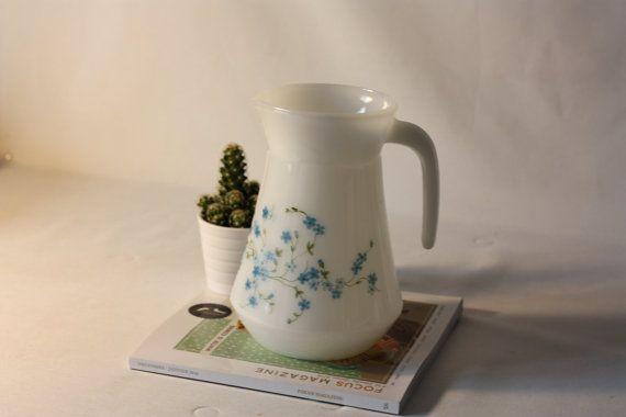 Pichet ancien Arcopal Veronica Myosotis bleu- Milk Glass 1970 - Vintage Français -  Marius et Jeannette vintage