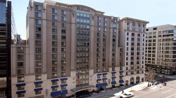 Within walking distance of numerous famous landmarks lies the Hilton Garden Inn Washington DC Downtown, a friendly hotel with plenty of practical amenities.