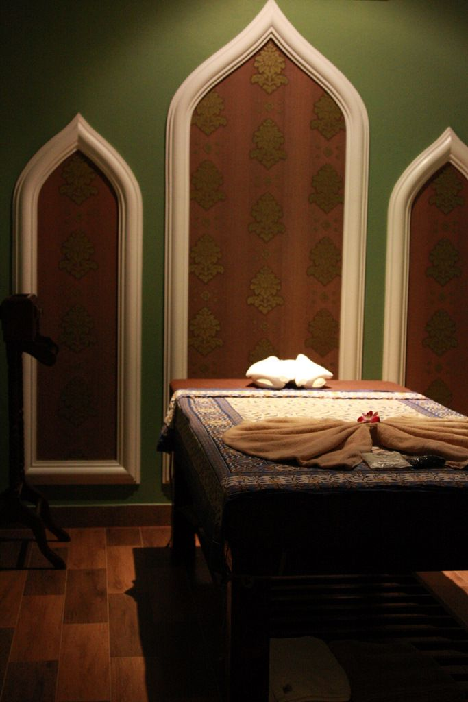 Chivit chiva spa thai massage room bangkok thailand massage room design pinterest - Salon massage thai naturiste ...