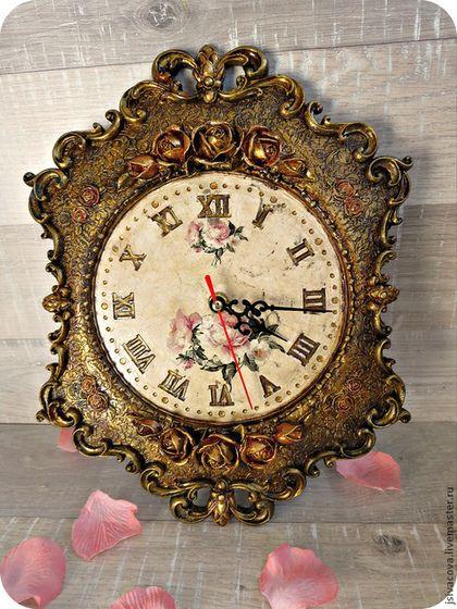 Купить или заказать Часы ,,Розы,, часы настенные в интернет-магазине на Ярмарке Мастеров. Вам нравятся вещи с историей? У Вас интерьер в классическом стиле ? Вы ищете красивый подарок для красивого интерьера? Часы настенные ,,Розы,, станут решением ваших проблем. Настенные часы выполнены в винтажном стиле,создают эффект вещи с историей. Часы очень красивые,с богатой отделкой под бронзу. Настенные часы ,,Розы,, будут достойным подарком и на юбилей и на свадьбу.