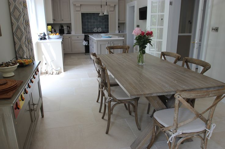 Featuring our stunning Pierre du Gard Vintage Limestone laid in a 40/50/60 x random length pattern. Please visit us at our showrooms in Hampshire www.panoramics.co.uk