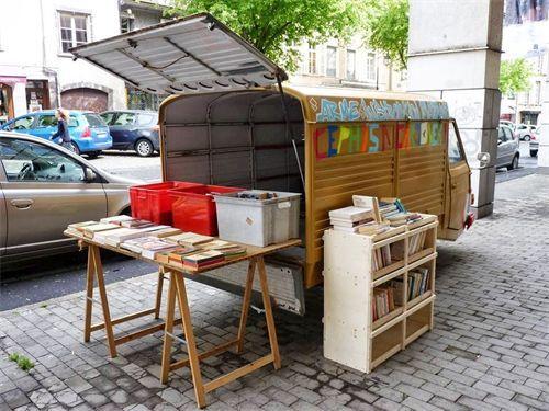 Bibliobus Clermont-Ferrand Frankrijk.jpg