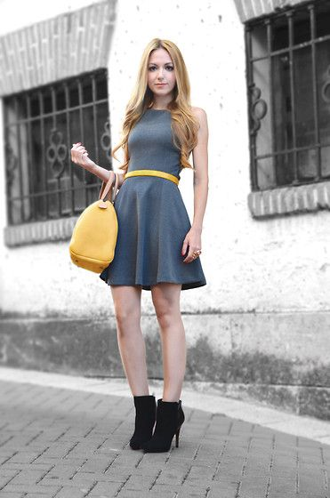 wear neutrals, such as grey and add a pop of color for effect! -@jessiewhitman
