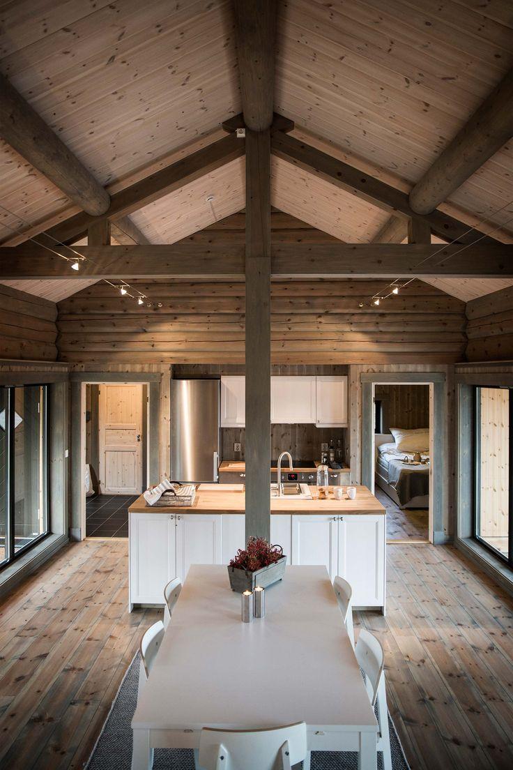 LYSTHUS er en moderne kolleksjon fritidshus som bygger videre på vår erfaring og norsk byggetradisjon hvor enkle bygningskropper legges skånsomt inn i terr