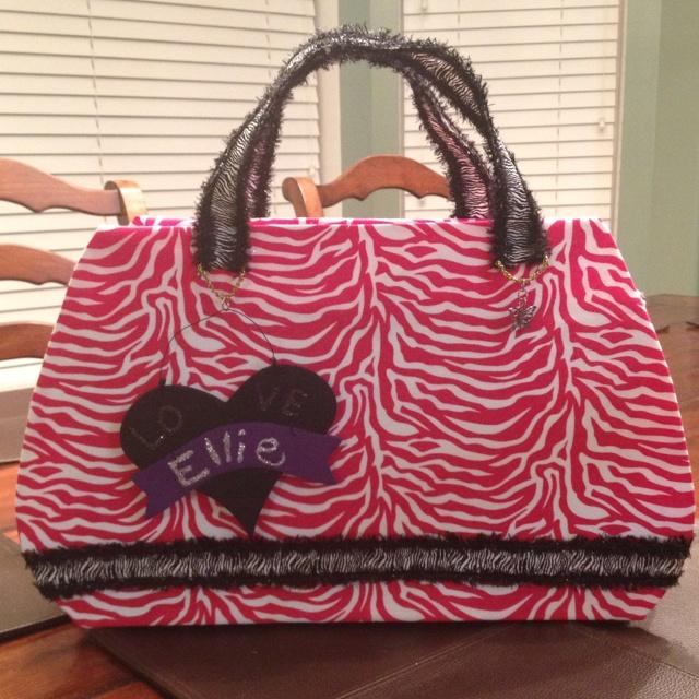 e1878cdaa4 Purse Valentine's Day Box made with zebra fabric. | cute idea | Valentine  box, Valentine day boxes, Valentines