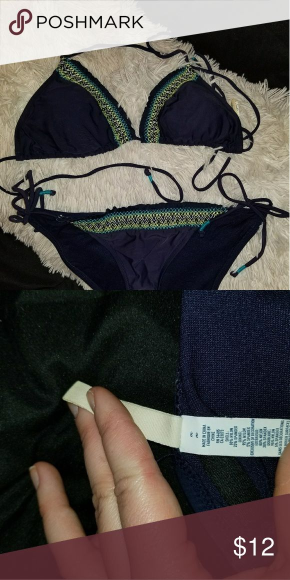 American Eagle Triangle Bikini Top Navy blue with teal, white, and lime green stitching. American Eagle, size medium. Triangle bikini top, ties around neck and back. *BOTTOMS NOT INCLUDED* American Eagle Outfitters Swim Bikinis