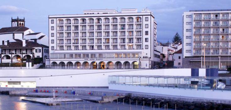 O Hotel Açores Atlântico fica situado na Avenida Marginal de Ponta Delgada e é um dos hotéis há mais tempo em atividade na Ilha de São Miguel. Para além de oferecer uma vista deslumbrante sobre o Oceano Atlântico, possui ainda uma piscina interior aquecida, sauna e ginásio :) Faça já a sua reserva com a Bensaude Hotels e deixe-se levar pela magia do Mar dos Açores. www.bensaude.pt/hotelacoresatlantico #bensaudehotels #hotelacoresatlantico