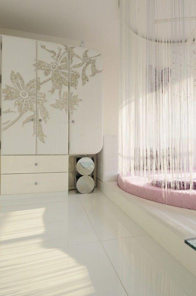 Кровать подиум с балдахином британские модели