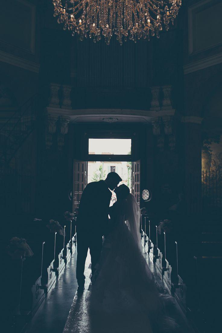 Un abito da sposa a pois per un matrimonio tra rustico e romantico