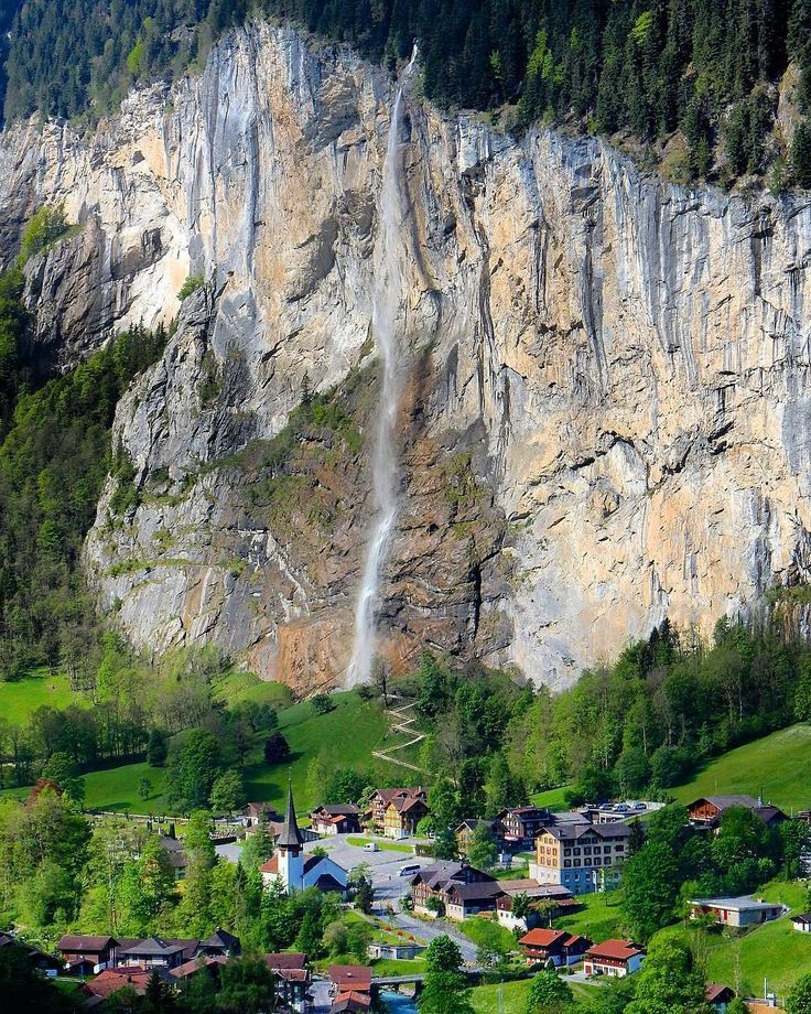 🍃🌸🍃 Happy Tuesday🍃🌸🍃  📸↪@lisa310179 ❤  ⚪⚪⚪⚪⚪⚪⚪⚪⚪⚪⚪⚪  #goodmorning #bomdia🌞 #lauterbrunnen #switzerland🇨🇭 #Suiça #europa #mountains #village #landscape_capture #landscape_lover #nature_perfection #nature_lovers #magic_photography #great_captures_nature #amazing #wonderful_location #colors #panorama #natureza