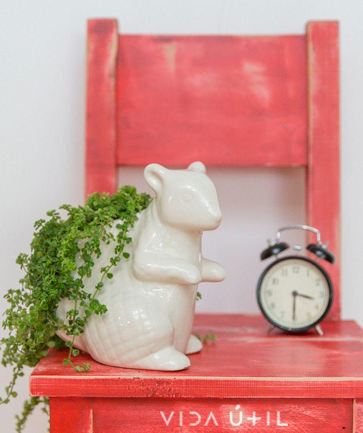 Ardilla Blanco - Matera de cerámica. $79.000 COP. Cómpralo aquí--> https://www.dekosas.com/productos/decoracion-hogar-vida-util-ardilla-matera-detalle