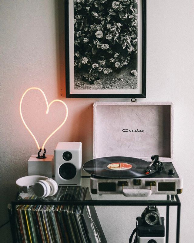 The key to a perfect #shelfie is all in the details.  Check our top tips on the UO Blog! #UOHome #UOonCampus