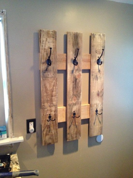 colgador hecho con #palet de madera