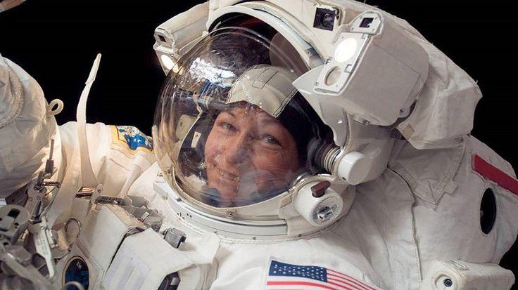 La astronauta fue la primera mujer en comandar la Estación Espacial Internacional