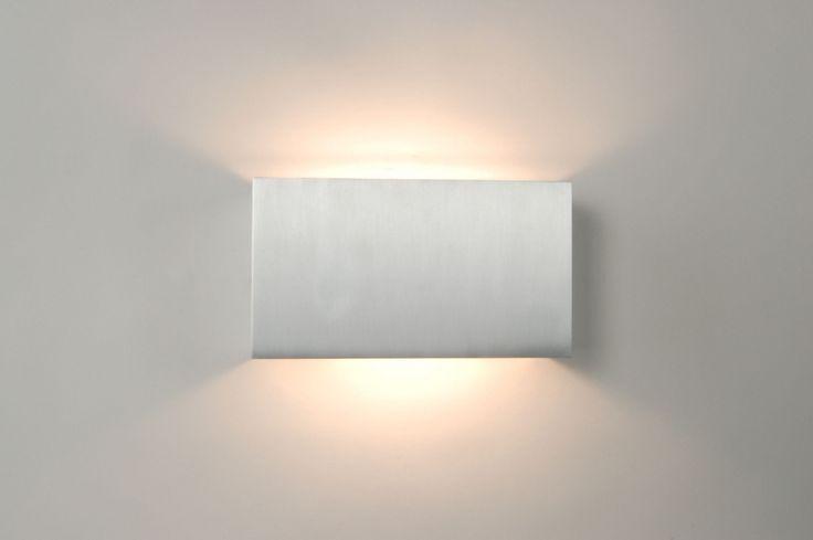 Artikel 67463 Een strakke wandlamp gemaakt van aluminium. Deze moderne wandlamp is aan de boven- en onderkant open waardoor er een mooie lichtreflectie op de wand ontstaat. Geschikt voor 1x max. 100 Watt R7S (78mm) 230V halogeen (incl.) http://www.rietveldlicht.nl/artikel/wandlamp-67463-modern-aluminium-rechthoekig