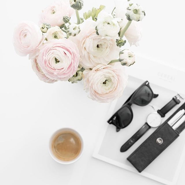 Sunny beautiful day . There is  new blog post . .  .  .  .  .  .  #onthetableproject #coffeetime #coffeeandclothes #coffeelove #onthebedproject #danielwellington #rayben#parker#flowers#anemone #whitetable#pictoftheday #fun#me#blogpost#fashion #blogger#pink