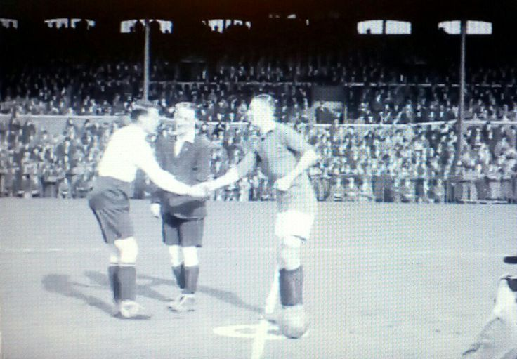 Fulham 1 Man Utd 2 in March 1926 at Craven Cottage. The two captains shake hands before this FA Cup 6th Round tie.