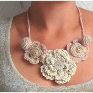 collana lana uncinetto fiori