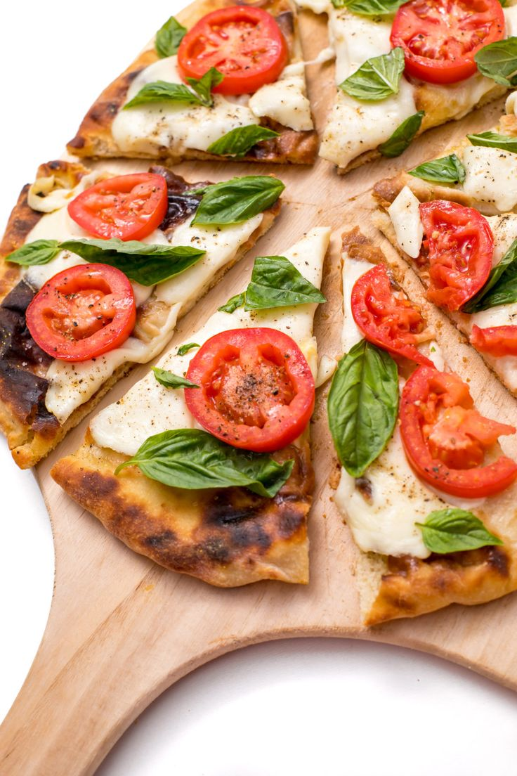 Bobby Flay's Margherita grilled pizza Recipe Grilled