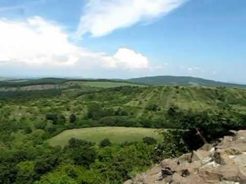Bezoek in Noord-Hongarije de burcht van #Holloko. Deze plaats staat op de Werelderfgoedlijst van de Unesco.