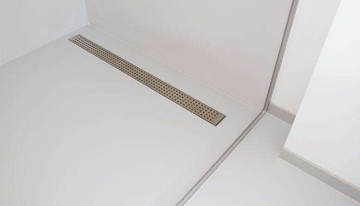 Gietvloer in de badkamer in inloopdouche by Excellent Epoxyvloeren