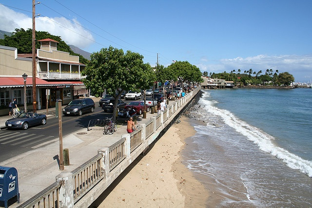 my favourite shopping area...in my favourite place on earth...front street, lahaina...hawaii... <3