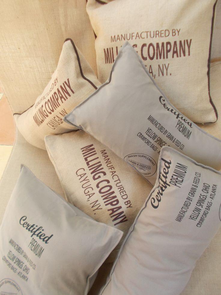 almohadones en arpillera y gabardina con estampas de serigrafia