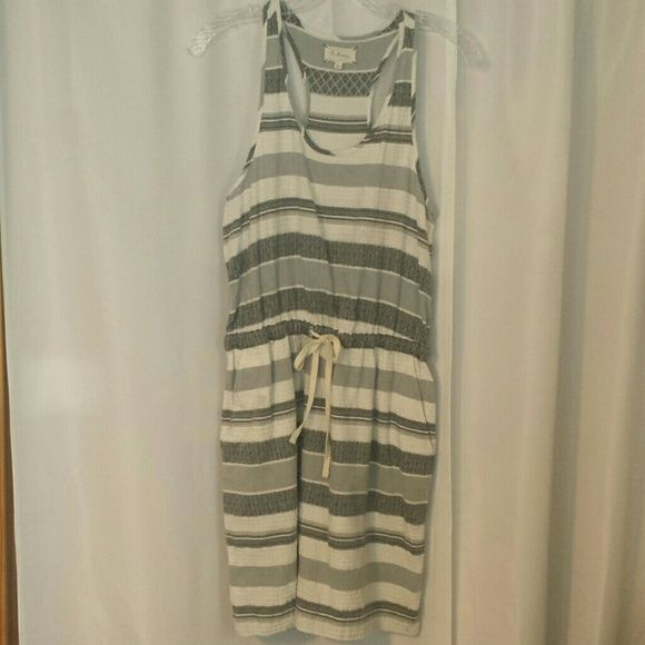 ??LOU & GREY SUMMER DRESS ?? PRE-OWNED, VERY GENTLY USED  100% COTTON.  IF YOU HAVE ANY ADDITIONAL QUESTIONS, PLEASE ASK BEFORE YOU PURCHASE! THANK YOU ? Lou & Grey Dresses Midi