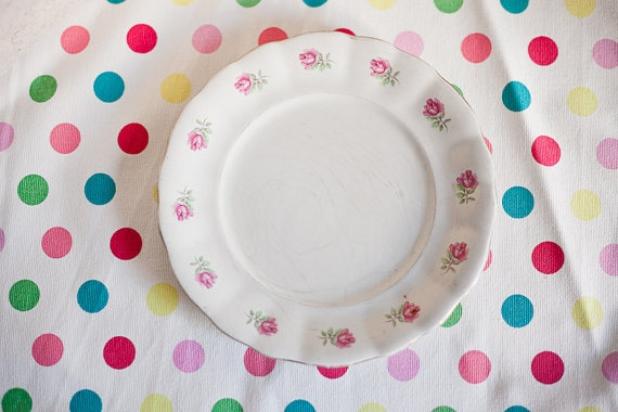 Vintage ceramic dish from La Cartuja (Pickman Factory) with pink flowers ornaments (roses)